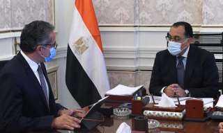 رئيس الوزراء يتابع مع وزير السياحة موقف حركة السياحة الوافدة إلى مصر