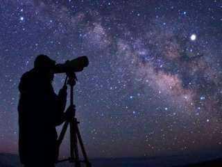 معهد البحوث الفلكية يكشف موعد عيد الأضحى المبارك