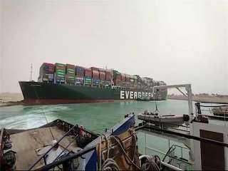 الفريق أسامة ربيع: تلقيت اتصالات من سفراء العالم خلال أزمة السفينة الجانحة